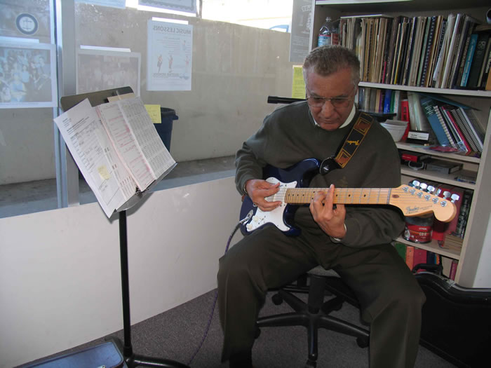 joe castan redondo guitar school student in a guitar lesson with instructor mark fitchett